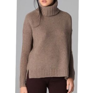 VINCE turtleneck sweater size Small tan brown